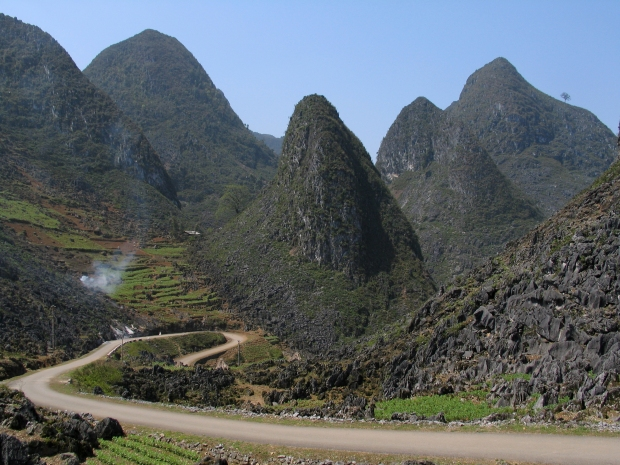 Ma Pi Leng Pass (Vietnam), at the eastern edge of the Zomia, photograph by Jaybeelarsay