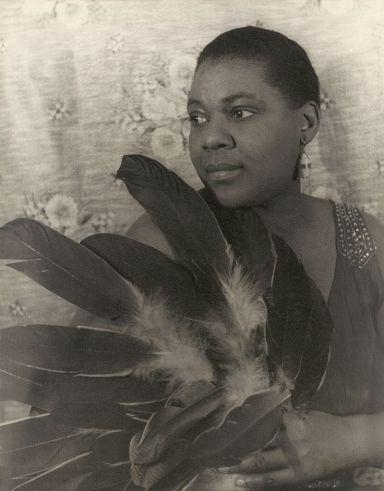 Bessie_Smith_(1936)_by_Carl_Van_Vechten.jpg